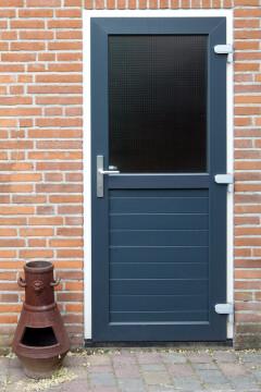 Kunststof deur, antraciet in Peize, Roden, Haren en Groningen