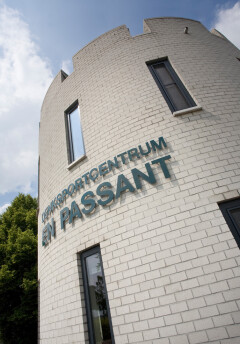 Kunststof kozijnen in rond gebouw in Peize, Roden, Haren en Groningen