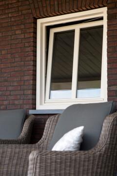 Kunststof kozijn in kiepstand in Peize, Roden, Haren en Groningen